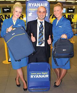 Сотрудники «Райанэйр» с удвольствием  примут багаж в аэропорту со скидкой, но все равно дешевле бронировать онлайн.