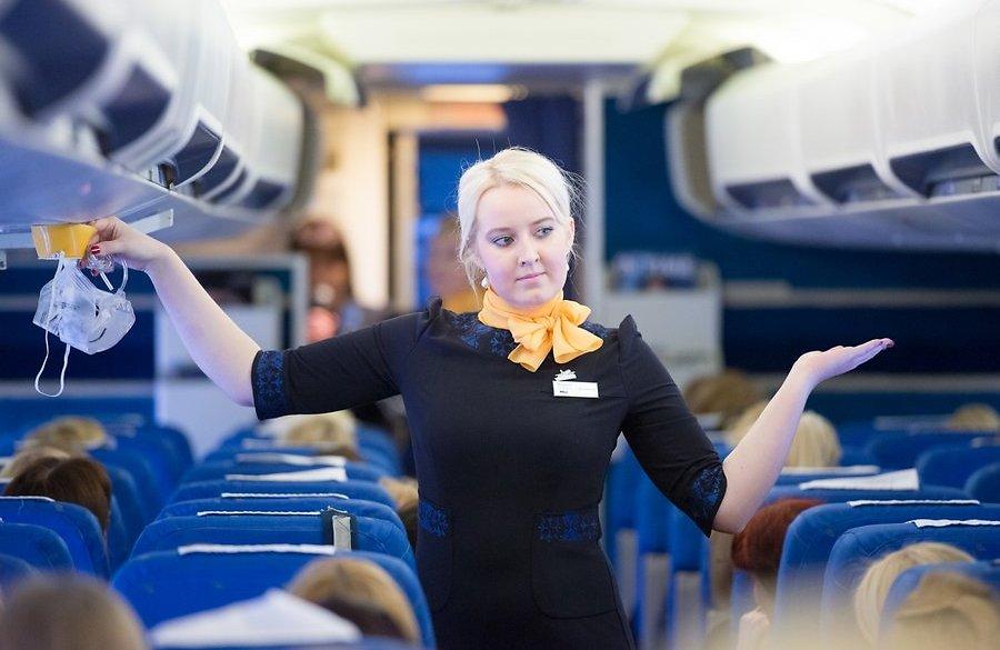 В салоне самолёта авиакомпании Estonian Air
