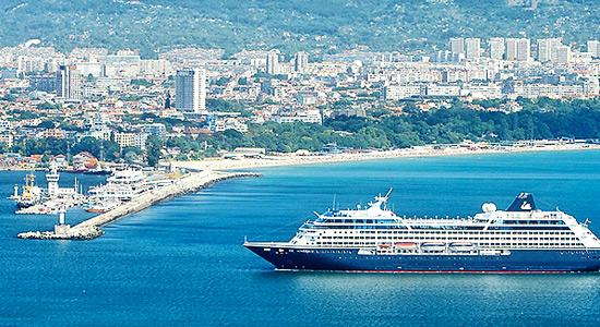 Варна – это не только центр летнего отдыха, но и крупнейший в Болгарии морской порт
