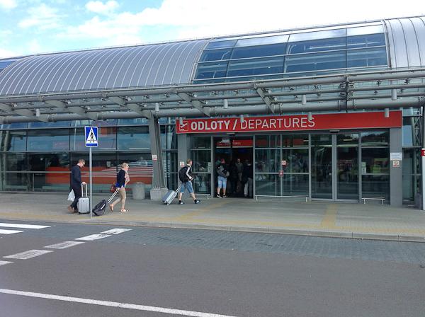 Вход в аэропорт Модлин