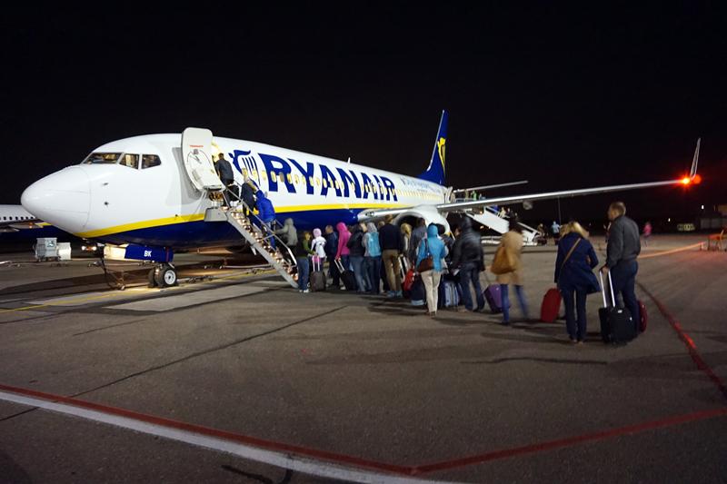 Самолет Ryanair уже готов увезти нас из прохладного Каунаса