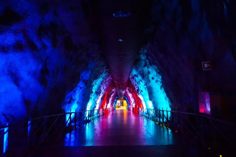 В Санта Парк находится в скале на глубине 50 метров под землей