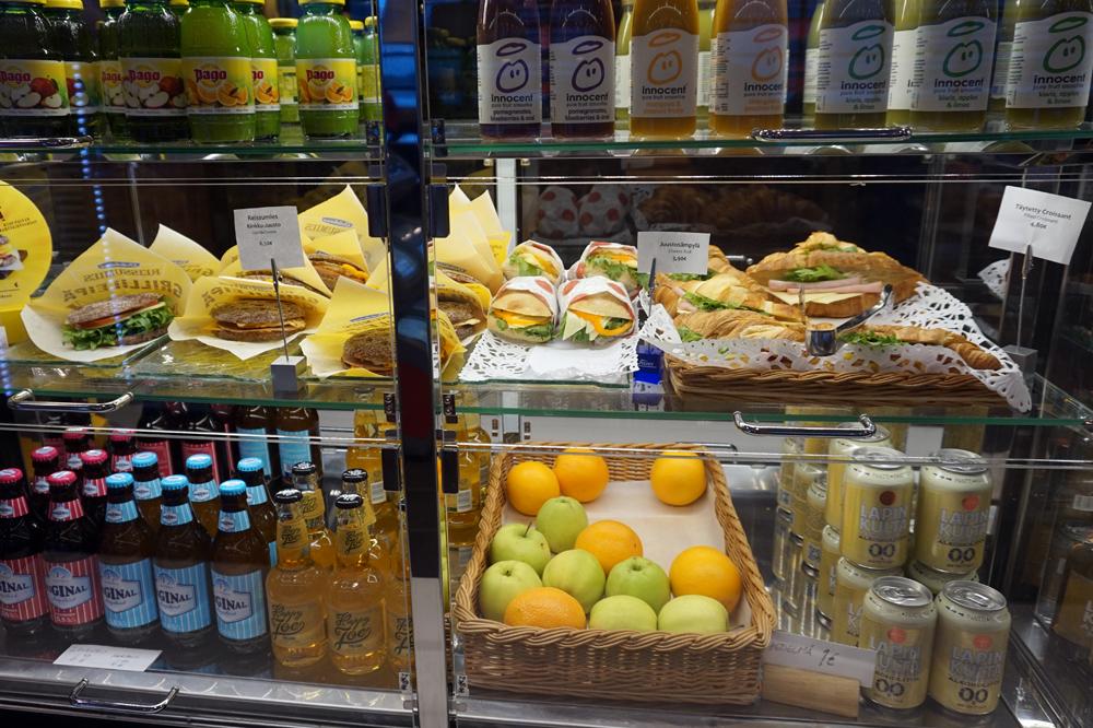 Сэндвичи стоят от 3,90 евро, вода - 3 евро