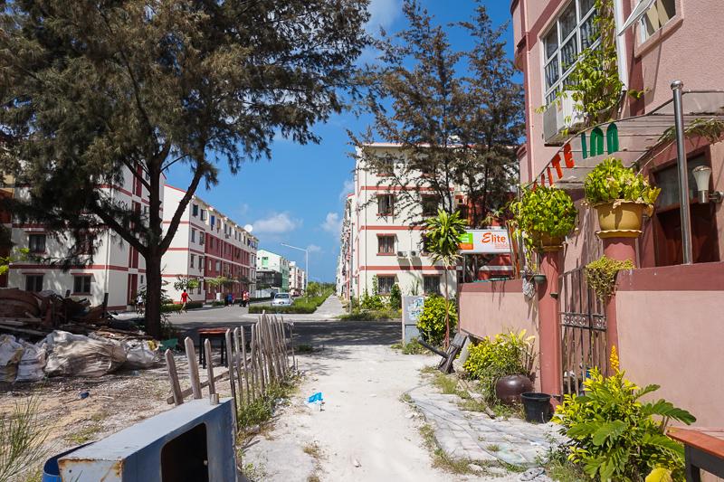 """Хулумале - это """"спальник"""", при чем строющийся. Город специально насыпали для того, чтобы разгрузить столицу Мальдив"""