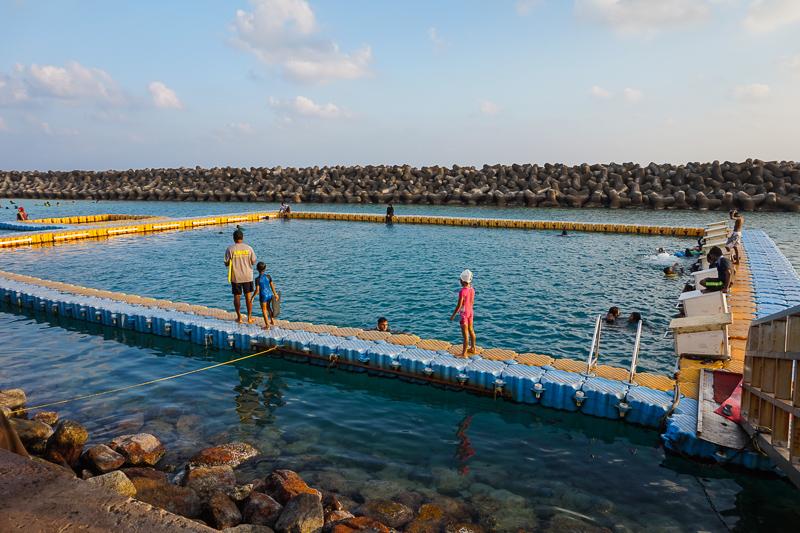 Бассейн для купания местных жителей в Мале
