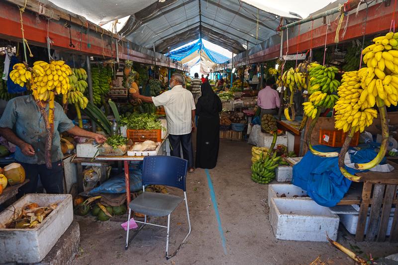 На остров завозят все, кроме кокосов и рыбы:)