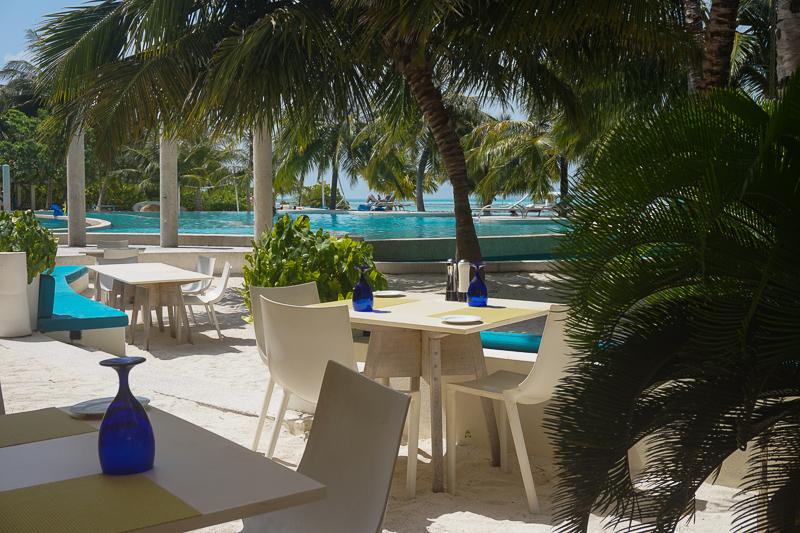 В Кандуму любят приезжать серферы, поскольку на востоке острова отличные волны