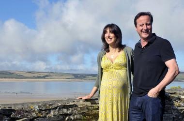Премьер-министр Англии летает в отпуск на лоукостах
