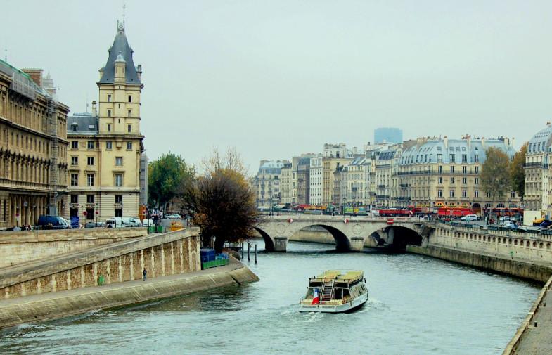 Париж в ноябре от 52 евро в обе стороны!