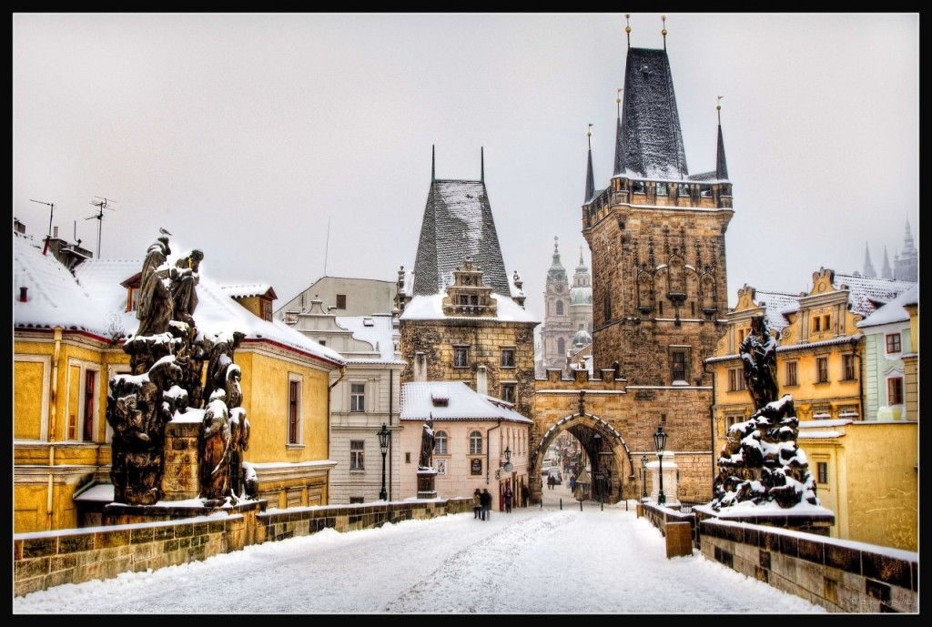 st-charles-bridge-in-snow_1280x861